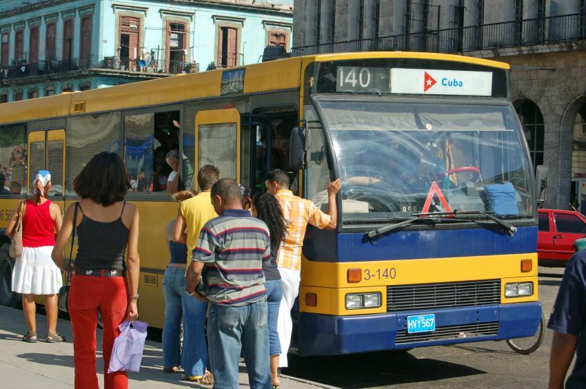 Gobierno de Cuba suspende el transporte público y privado en La Habana ante aumento de casos de coronavirus