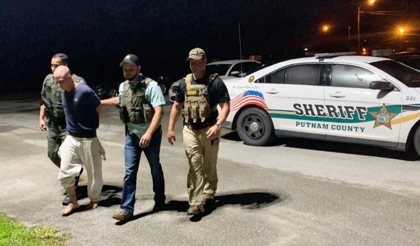 Madre de Florida Central despierta y encuentra a sus dos niños asesinados; un hombre es arrestado