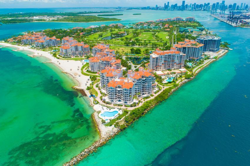 La pandemia lleva a que propiedades en Miami-Dade en el código postal más adinerado de Estados Unidos se vendan por debajo del millón de dólares