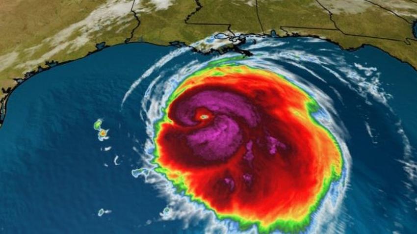 Pronostican que huracán Laura llegará a Texas como categoría 4; ordenan abandonar ciertas ciudades