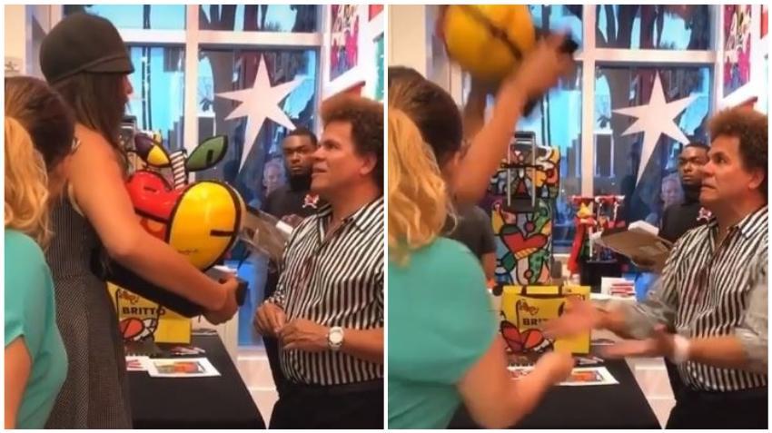 Una mujer destruye en Miami una obra de Britto valorada en más de 4 mil dólares en frente del artista porque este trato mal a empleados de su restaurante