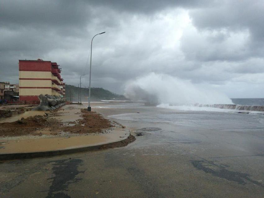Comienzan a verse daños provocados por la Tormenta Tropical Laura en el oriente Cuba