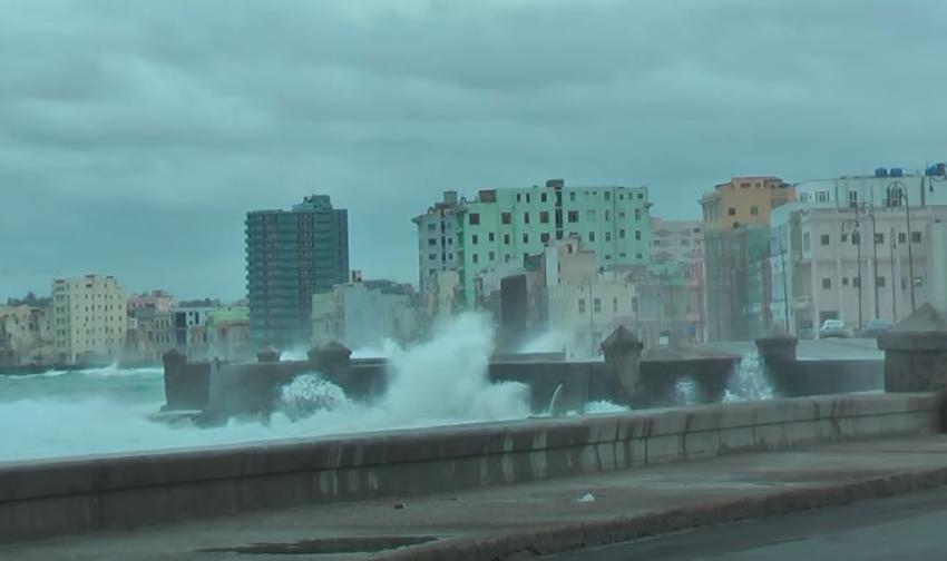 Comienzan a sentirse los efectos de Laura en La Habana; apagón en algunas zonas de la ciudad