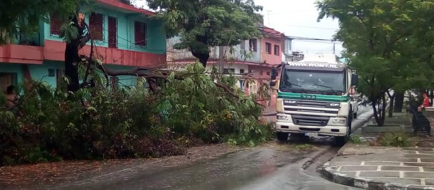 Sin electricidad todavía ayer más de 62.000 cubanos, luego de más de 24 horas del paso de la tormenta Laura por la Isla