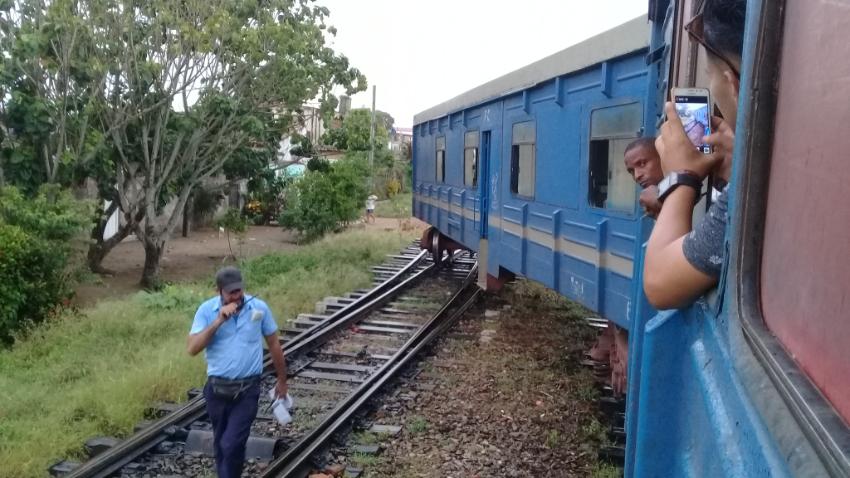 Descarrilado el último vagón del tren de pasajeros de Nuevitas