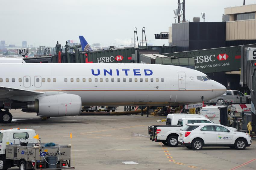 Investigan muerte de un pasajero de United Airlines por posible Covid-19