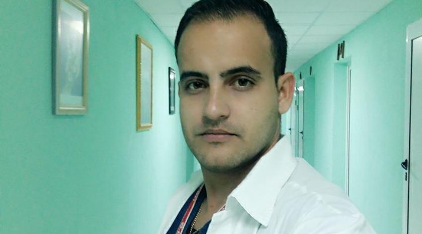 Doctor cubano asegura planean expulsarlo del hospital en el que trabaja en Holguín, por sus denuncias y opiniones críticas