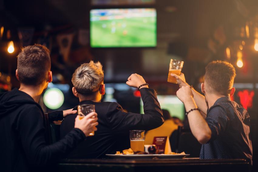 """Bar en Florida no permitirá entrar a nadie que vaya con máscara: """"No los quiero aquí"""""""