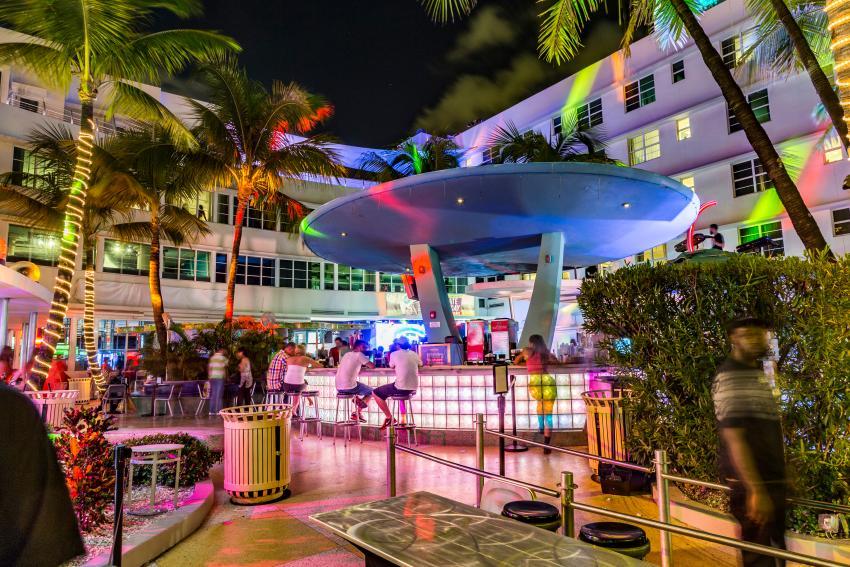 Bares y discotecas siguen sin poder reabrir en Miami-Dade y en Broward, propietarios realizaron una protesta