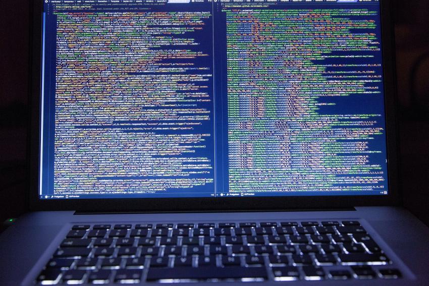 Sistema escolar de Miami-Dade reporta ciberataques por segundo día consecutivo