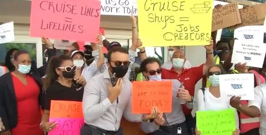 Protestan en el Puerto de Miami para pedir que permitan a los cruceros retomar sus operaciones