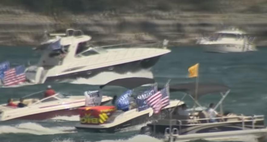 Se hunden varios botes de la flotilla en apoyo al presidente Trump en Texas