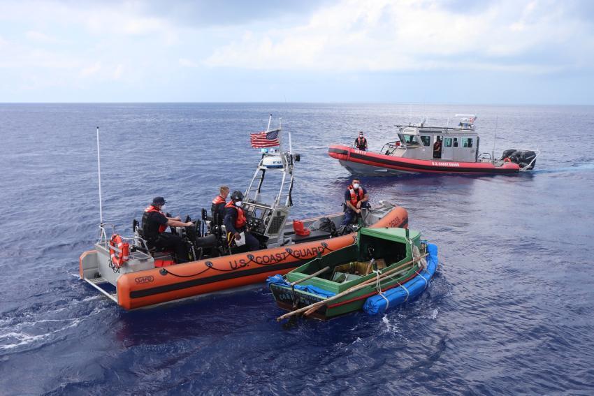 Guardia Costera de Estados Unidos intercepta a 9 balseros cubanos cerca de los Cayos de la Florida