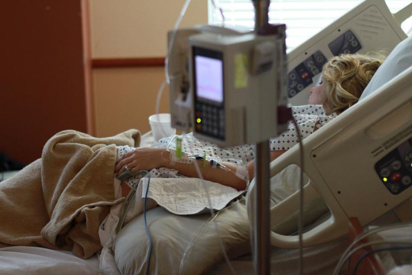 Cubana en Estados Unidos narra su experiencia en un hospital y asegura que en Cuba los han engañado