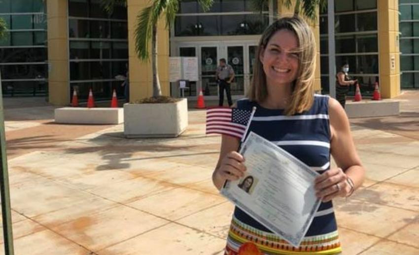 Periodista cubana Mailyn Legañoa agradecida de haber obtenido la ciudadanía estadounidense