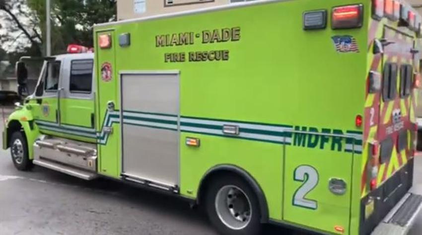 Disparan contra un camión de bomberos de Miami Dade que respondía a una emergencia en un complejo de apartamentos