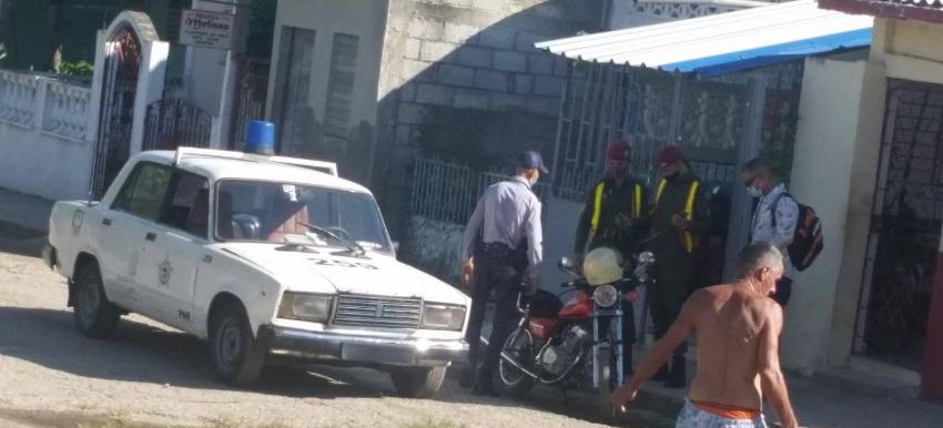 Policía política asalta la casa de líder opositor en Santa Clara, y decomisa sus equipos de trabajo