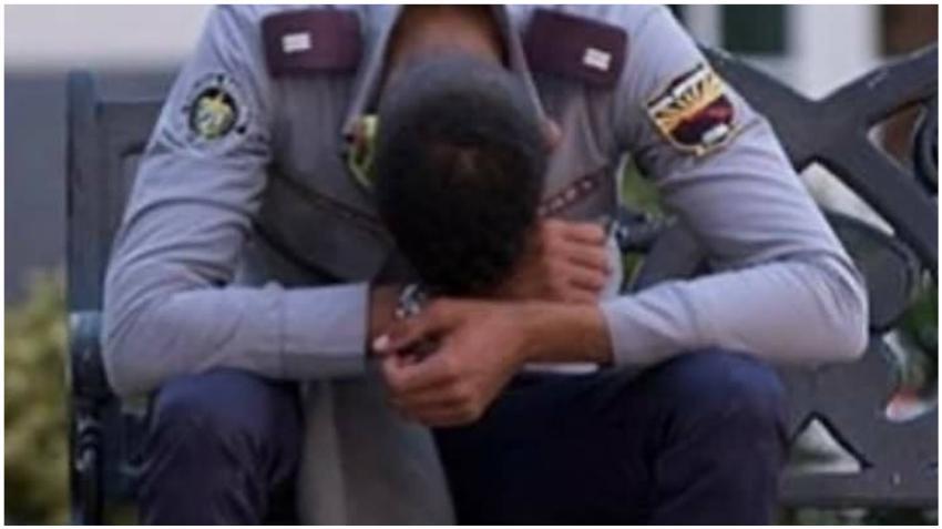 Foto de policía en Cuba con la cabeza abajo despierta pedido para que se pongan del lado del pueblo cubano