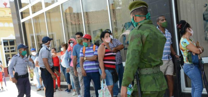 """Un año de prisión para una cubana que llamó a los policías """"borrachos y corruptos"""" en Sancti Spíritus"""