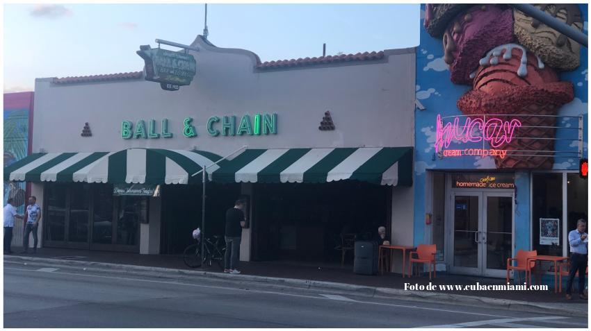Cierran el restaurante cubano Ball & Chain en la Calle Ocho; su propietario arremete contra Joe Carollo y lo llama corrupto