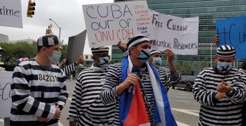 """Cubanos protestan ante las oficinas de la ONU en Nueva York: """"Paren de empoderar a dictadores"""""""