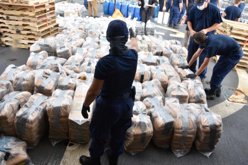 Guardia Costera descarga en puerto del sur de la Florida $85.9 millones de dólares en droga incautada en el mar