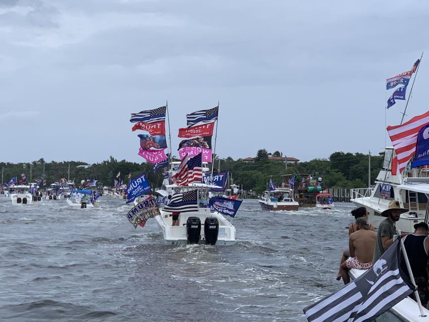 Seguidores de Trump en el Sur de la Florida realizan desfile de botes para pedir por su salud