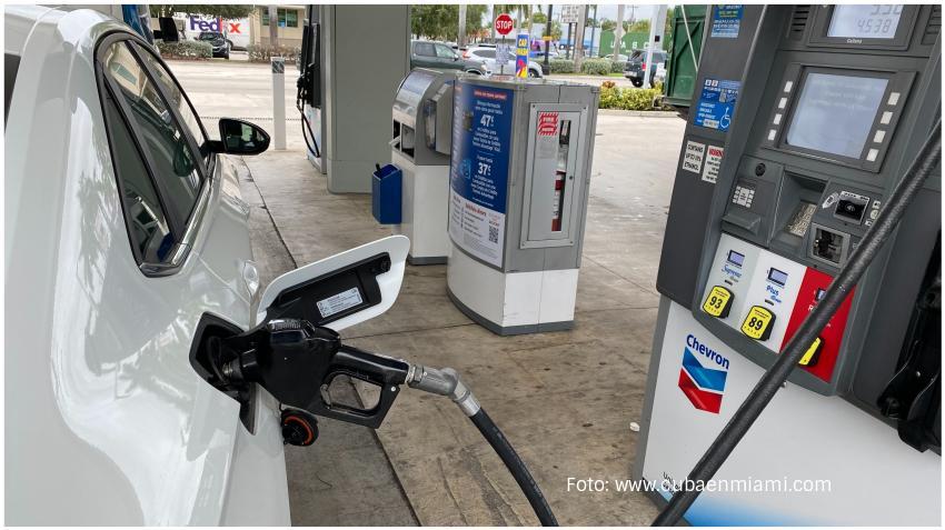 Precio de la gasolina sigue cayendo en Florida