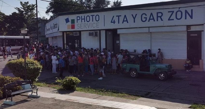 Atacaron con piedras una tienda en Santiago de Cuba, el MININT investiga