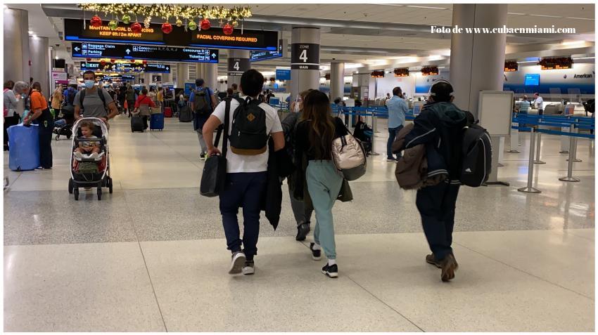 Aproximadamente 60.000 viajeros pasan por el Aeropuerto Internacional de Miami en el Día de Acción de Gracias