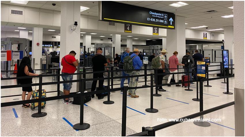 Aeropuerto de Miami recibe aumento de pasajeros viajando por el Día de Acción de Gracias