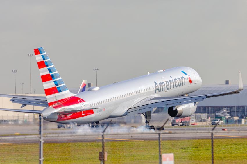 Falla de un avión de American Airlines en el Aeropuerto de Miami provoca respuesta rápida de los bomberos