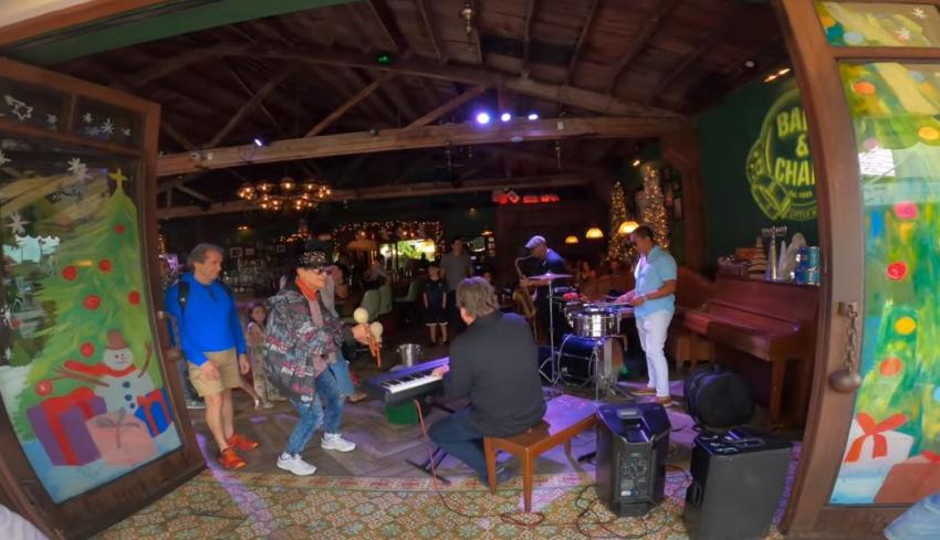 Joe Carollo se la pone difícil a negocios en la Pequeña Habana: prohibido poner música al aire libre después de las 10pm