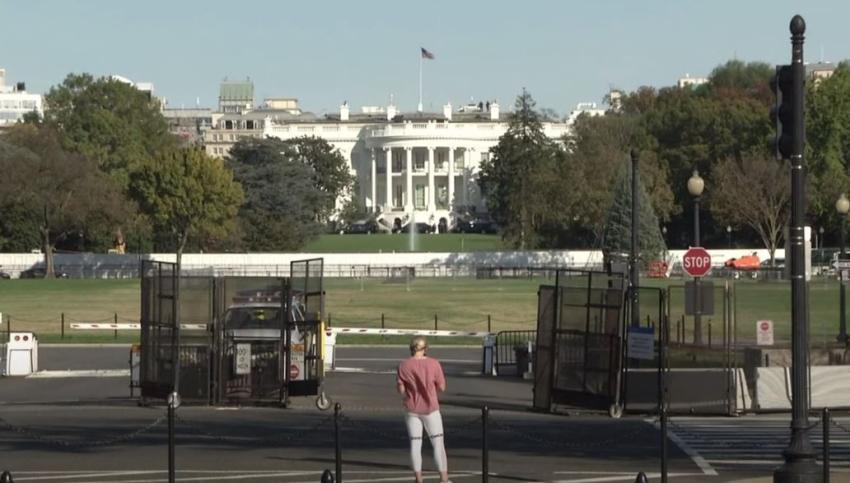 Aumentan medidas de seguridad en la Casa Blanca e instalan una valla imposible de escalar