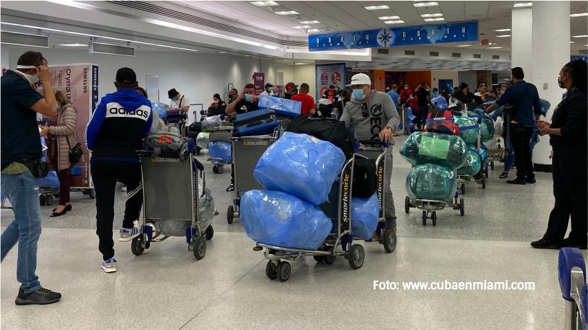 Gobierno de Cuba dice que las aerolíneas tendrán que ser las encargadas de proteger a los pasajeros varados tras la reducción de vuelos