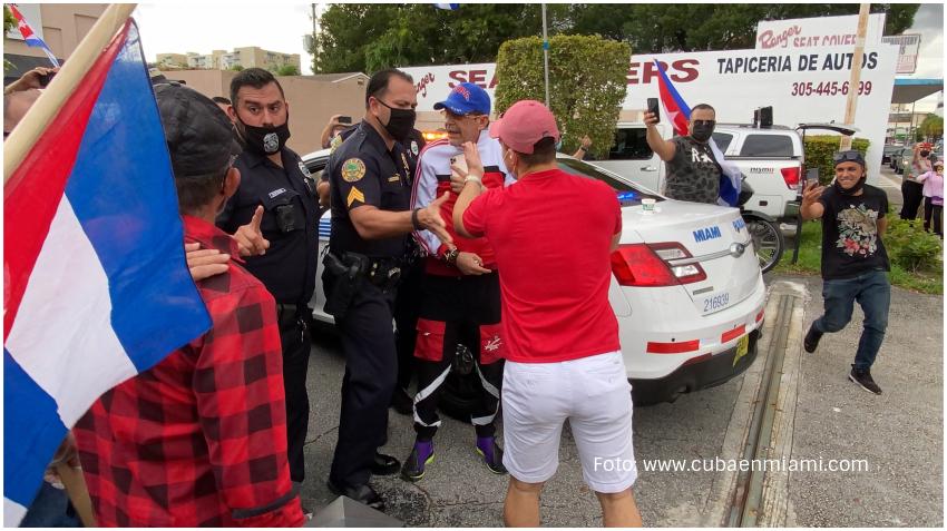 Defensor de la dictadura cubana Edmundo García fue al Versailles a provocar a los cubanos en Miami