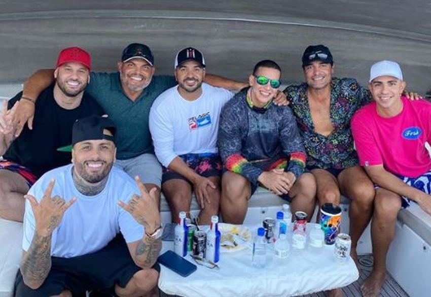 Famosos puertorriqueños Daddy Yankee, Luis Fonsi, Nicky Jam y Chayanne se reúnen de fiesta en un yate en Miami