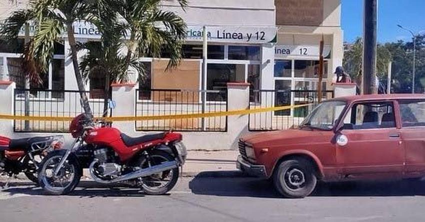 Cubanos indignados rompen vidrieras de tienda en MLC en La Habana