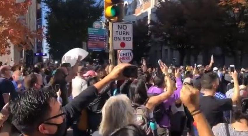Celebran en las calles de Filadelfia después de que Pennsylvania diera a Biden los votos necesarios para pasar los 270