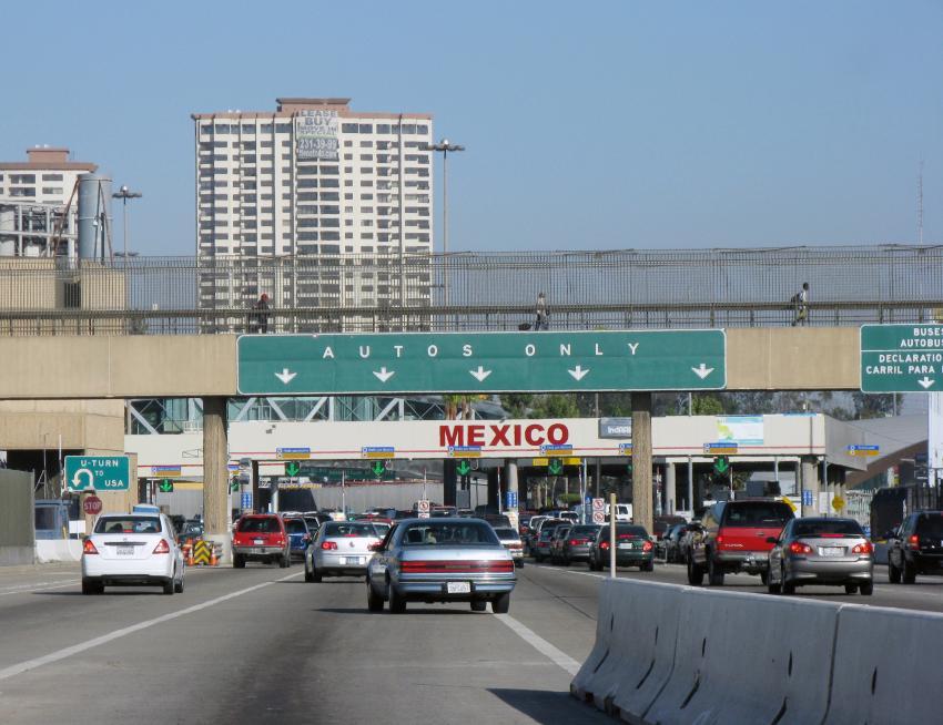 Migrantes cubanos tratando de cruzar la frontera por México hacia EE.UU. son deportados