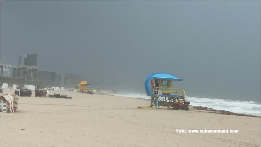 Los vientos de Eta comienzan a sentirse en Miami Beach; aumenta el nivel del mar