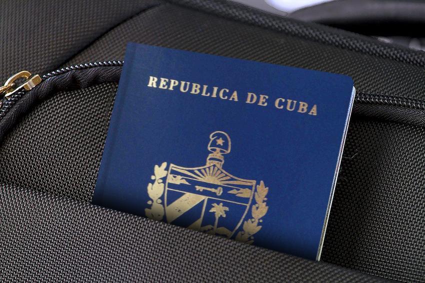 Nuevos precios del pasaporte y otros trámites migratorios en Cuba