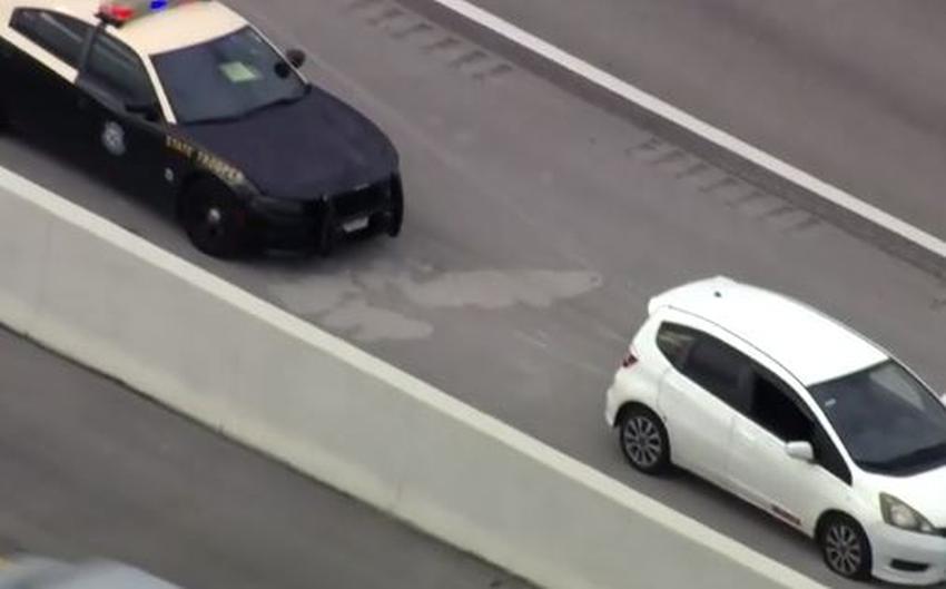 Disparan contra un vehículo en el Dolphin Expressway; la policía investiga