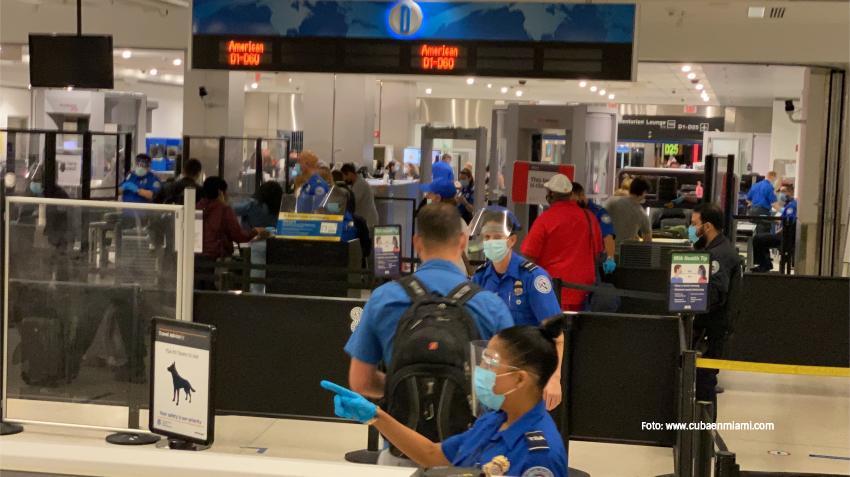 Viajeros de último minuto inundaron los aeropuertos del Sur de la Florida a pesar de las advertencias de no viajar