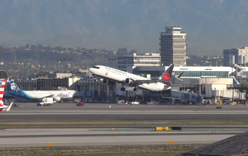 Avión Boeing 737 Max de Air Canada desviado después de presentar problemas en un motor
