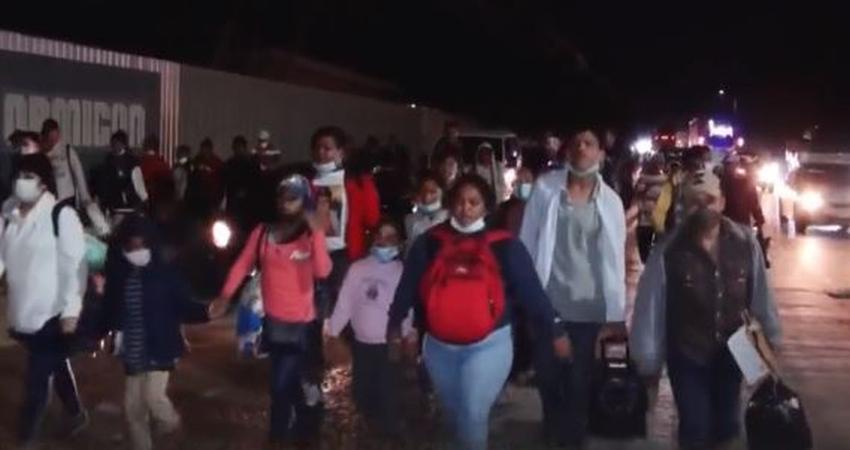 Caravana de migrantes hondureños parte rumbo a EE.UU