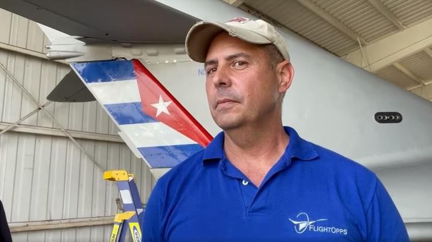 Piloto cubano residente en Florida se compra un avión ruso MiG-17 y lo mantiene con bandera cubana en Estados Unidos