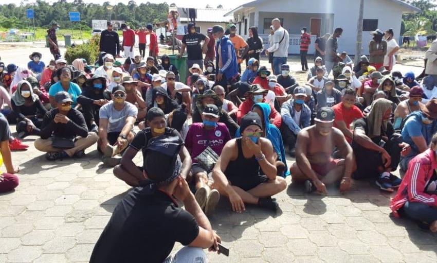 Amenazan con desalojar a migrantes cubanos en Surinam que intentan cruzar a Guyana