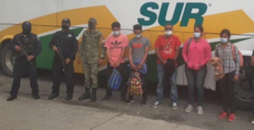 Autoridades mexicanas rescatan a migrantes cubanos que estaban en manos de coyotes