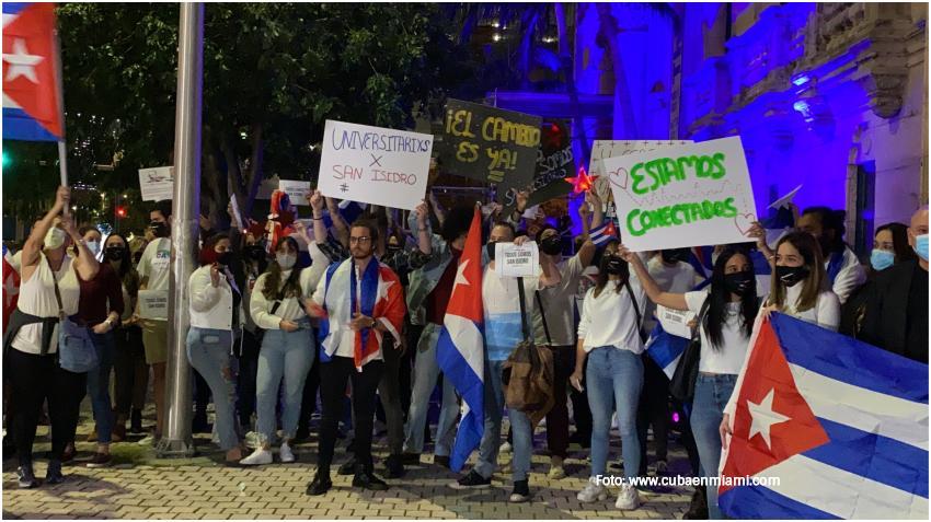 Universitarios cubanos en Miami se manifiestan en apoyo al Movimiento San Isidro